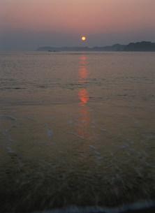 那智の浜の夜明けの写真素材 [FYI04032682]