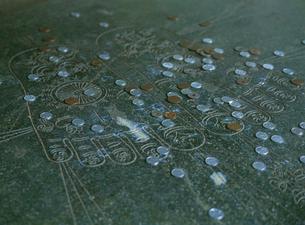 朝熊山 金剛證寺の仏足石の写真素材 [FYI04032821]