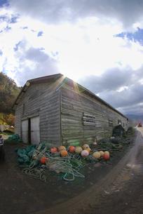 知床半島 ルシャの漁師小屋の写真素材 [FYI04032836]