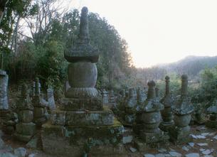 財前家墓地と国東塔の写真素材 [FYI04032853]