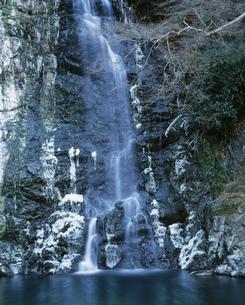 冬の箕面滝の写真素材 [FYI04033024]