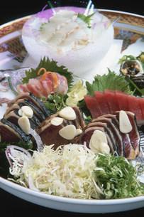 皿鉢料理 鰹たたきの写真素材 [FYI04033163]