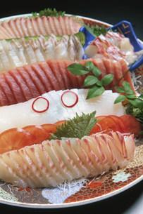 皿鉢料理 刺身盛りの写真素材 [FYI04033165]