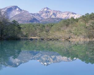 五色沼と磐梯山の写真素材 [FYI04033194]