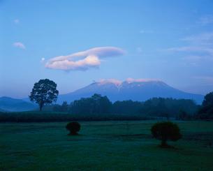 朝の御嶽山の写真素材 [FYI04033754]