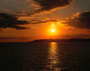 霞ヶ浦の夕日の写真素材 [FYI04033759]