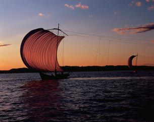 霞ヶ浦の帆引き船夕景の写真素材 [FYI04033769]