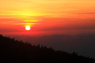 十勝岳からの夕日の写真素材 [FYI04033882]