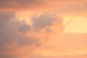 夕焼け雲の写真素材 [FYI04033902]