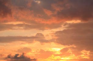 夕焼け雲の写真素材 [FYI04033903]