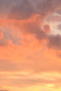 夕焼け雲の写真素材 [FYI04033904]