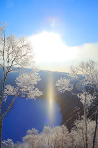 摩周湖の霧氷とサンピラー の写真素材 [FYI04034018]