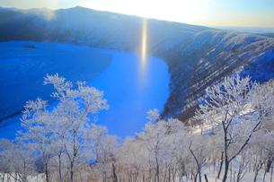 摩周湖の霧氷とサンピラー の写真素材 [FYI04034020]