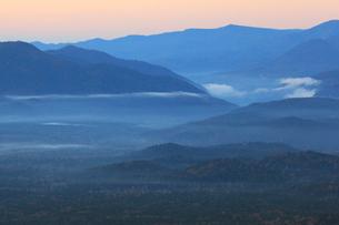夜明けの三国峠の写真素材 [FYI04034218]