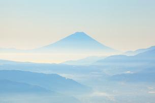早朝の富士山の写真素材 [FYI04034228]