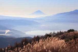 早朝の富士山の写真素材 [FYI04034229]