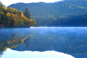 秋のオンネトーの写真素材 [FYI04034251]