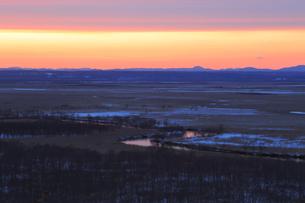 夕焼けした釧路湿原の写真素材 [FYI04034267]