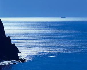 聖ケ鼻と輝く海の写真素材 [FYI04035030]