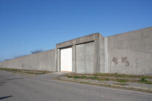 新潟刑務所の塀の写真素材 [FYI04035347]