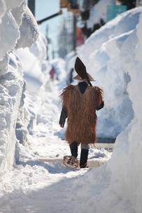 除雪作業する男性の写真素材 [FYI04035729]