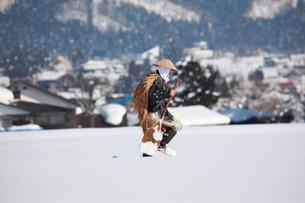 除雪作業する男性の写真素材 [FYI04035731]