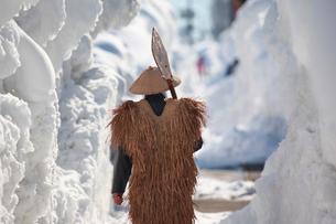 除雪作業する男性の写真素材 [FYI04035732]