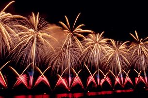 長岡祭りの打ち上げ花火の写真素材 [FYI04035788]