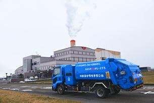清掃センターとゴミ収集車の写真素材 [FYI04036089]