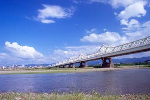 長生橋と信濃川の写真素材 [FYI04036144]