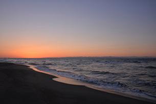 秋の日本海の小針浜の写真素材 [FYI04036196]