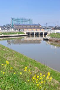 新川右岸排水機場の写真素材 [FYI04036223]
