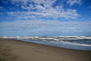 秋の日本海の五十嵐浜の写真素材 [FYI04036259]