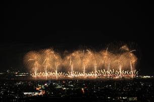 長岡まつりの花火大会の写真素材 [FYI04036322]