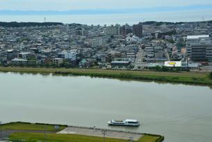 県庁展望台より望む新潟市街と信濃川の写真素材 [FYI04036363]