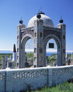 イシク・クル湖畔の墓地の写真素材 [FYI04036460]