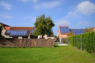 太陽光発電パネルの写真素材 [FYI04037003]