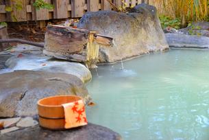 濁り湯温泉露天風呂の写真素材 [FYI04037033]