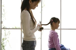 お母さんと娘の写真素材 [FYI04037501]
