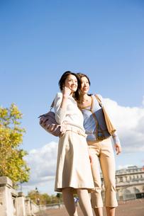30代女性2人の写真素材 [FYI04037667]