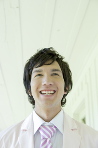 タキシードを着ている男性の写真素材 [FYI04037833]
