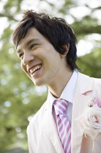 タキシードを着ている男性の写真素材 [FYI04037834]