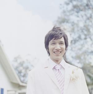 タキシードを着ている男性の写真素材 [FYI04037836]