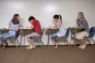 教室の多国籍学生の写真素材 [FYI04038303]