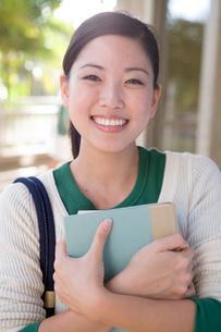 笑顔の日本人女性の写真素材 [FYI04038312]