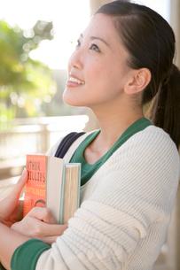 笑顔の日本人女性の写真素材 [FYI04038314]