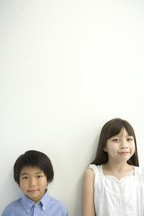 日本人の弟と姉のポートレートの写真素材 [FYI04038645]