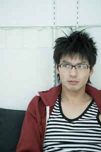 眼鏡をかけた男性の写真素材 [FYI04039335]