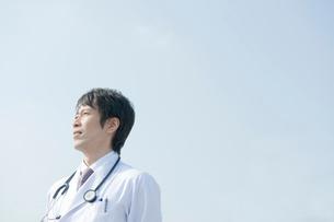 医者のポートレイトの写真素材 [FYI04039492]