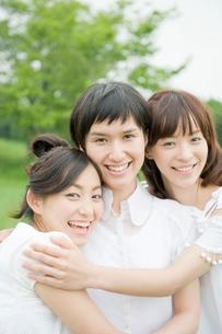 女性3人のポートレイトの写真素材 [FYI04039563]